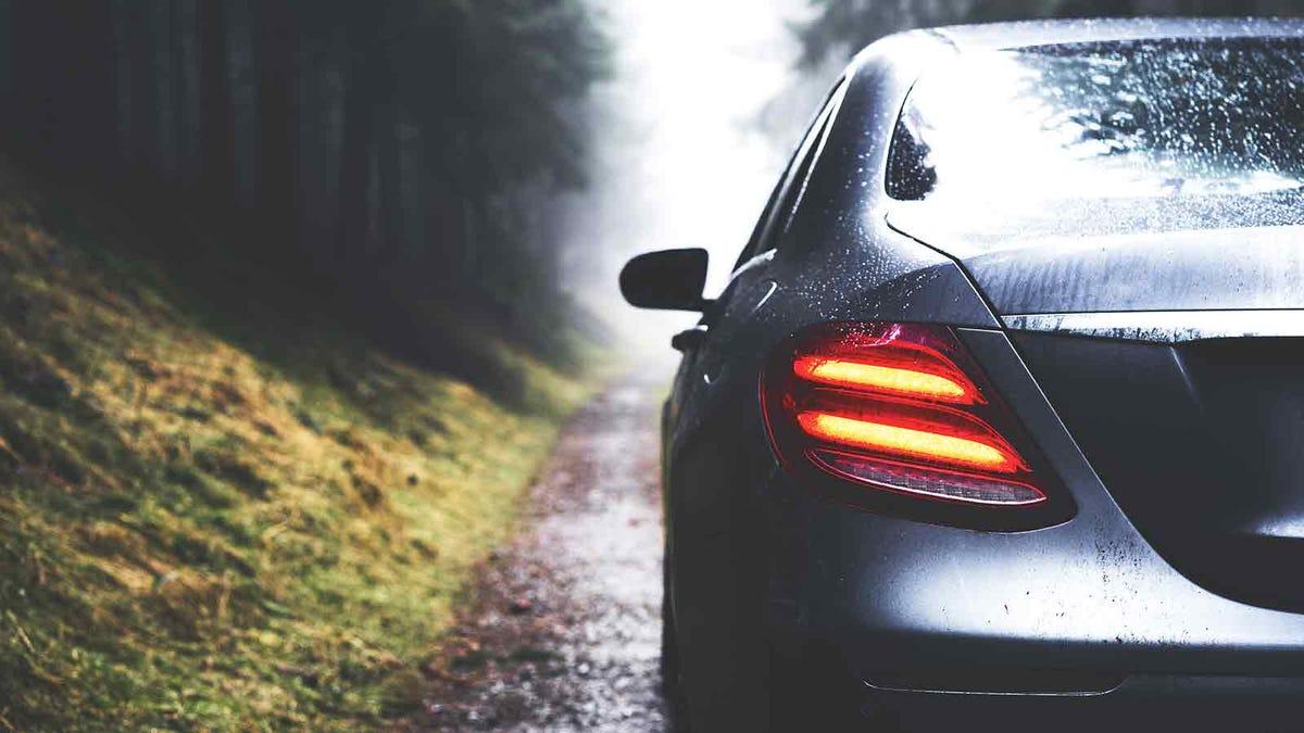 在雨中打开车窗?这是快速干燥的方法